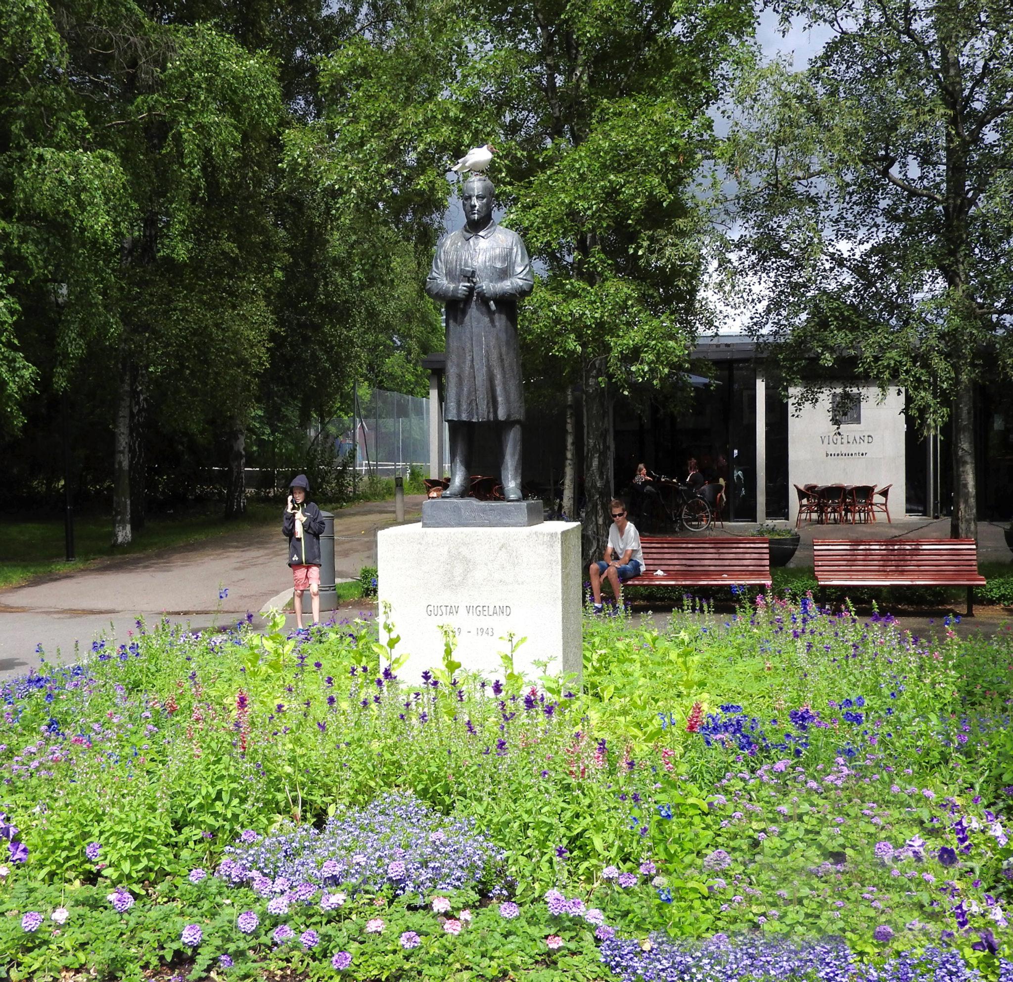 Gustav Vigeland statue at entrance to Frogner